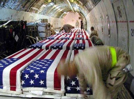 Гробы с убитыми американскими военными