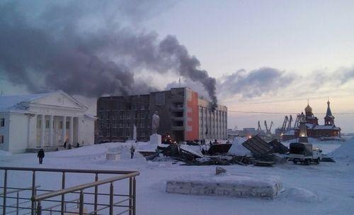 Количество пострадавших впожаре  вадминистрации Дудинки возросло до  3-х