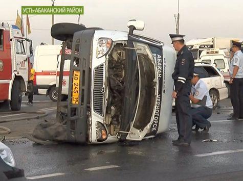 ВХакасии в трагедии смикроавтобусом пострадали десять человек
