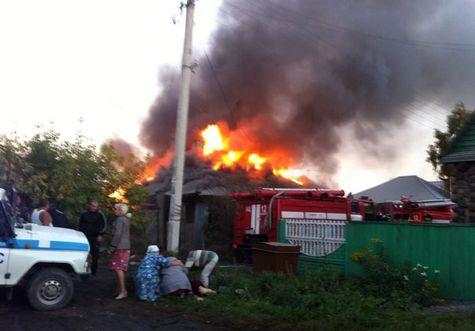 Новосибирские полицейские вытянули мужчину изгорящего дома