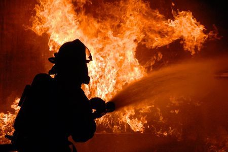 ВКрасноярске случился серьезный пожар нарынке «КрасТЭЦ»