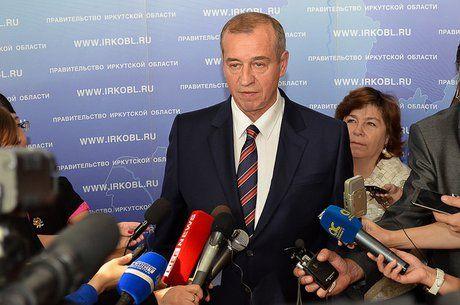Политологи: Губернатор Левченко небоится исполнять резкие действия для защиты населения