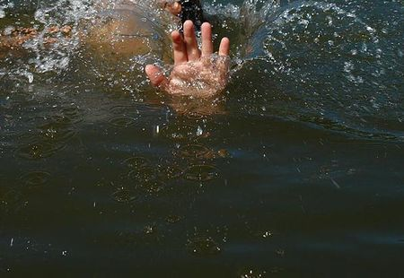 В Красноярске ребенок утонул в канализационном колодце
