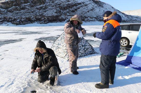 Семь рыбаков-любителей чуть неутонули вКалининградском заливе