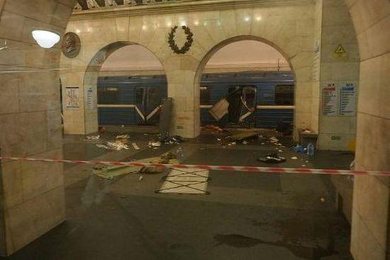 10 человек погибли при 2-х взрывах вметро Санкт-Петербурга
